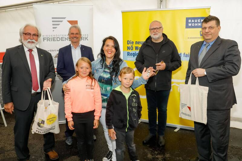 Pressefoto_NOeFW_Felixdorf-CHusar_1 (1)